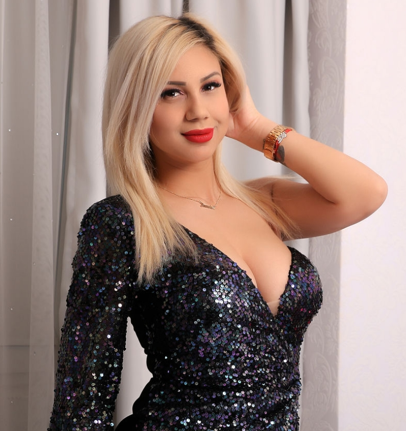 black dress blonde girl